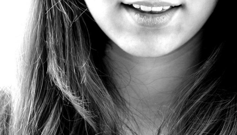 Eliminare il doppio mento con l'acido desossicolico: come funziona e quanto costa