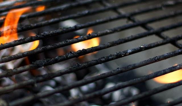 Come pulire la griglia del barbecue weber : i nostri consigli